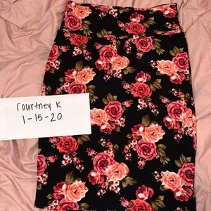 Size small LuLaRoe Cassie skirt. Floral roses.
